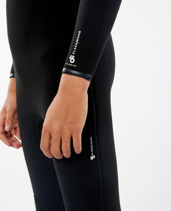 WSMYYB_Junior Flashbomb 4.3 Zip Free Wetsuit_BLACK_SIDE DETAIL